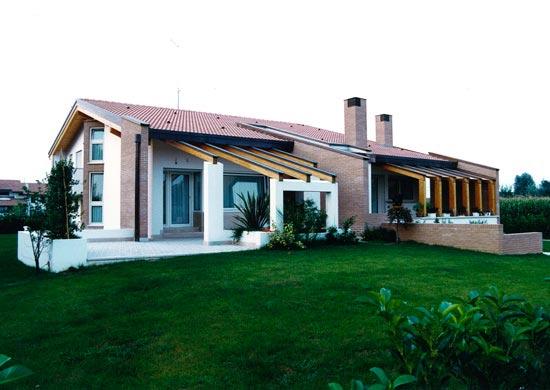 Casa unifamiliare a scorz for Progetti di casa sollevati
